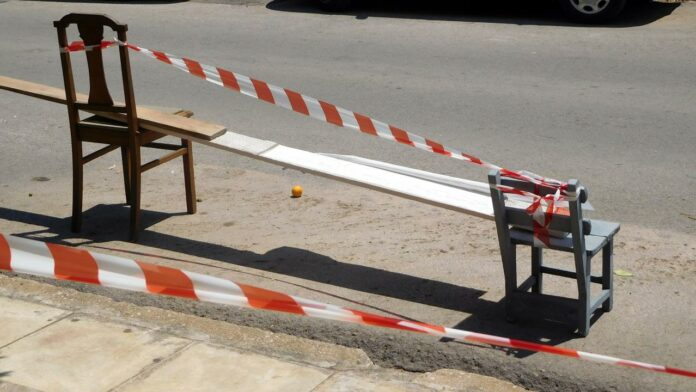 Τέλος τα καφάσια και οι καρέκλες για πάρκινγκ - Αυτά είναι τα πρόστιμα