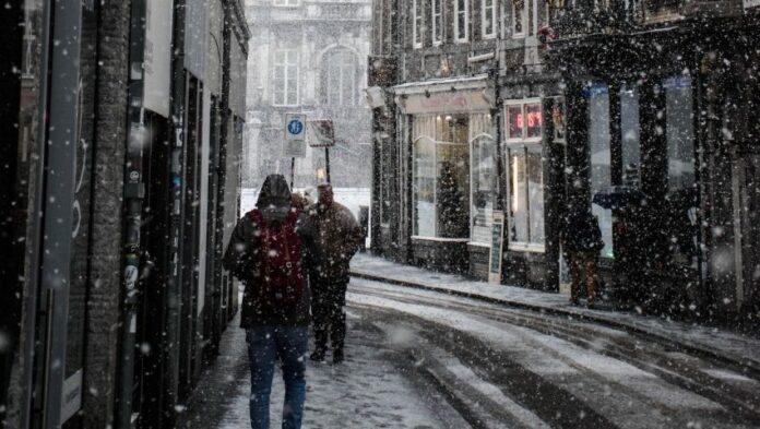 Μετακινηση εκτος νομου: 2 νέα μέτρα για τις διακοπές Χριστουγέννων - Ποιους αφορούν